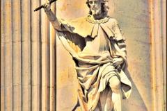 estatua-del-palacio-de-oriente